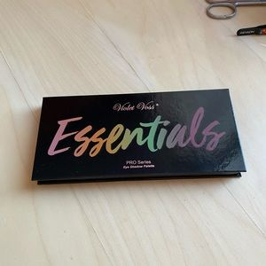 NEW! Violet Voss essentials eyeshadow palette